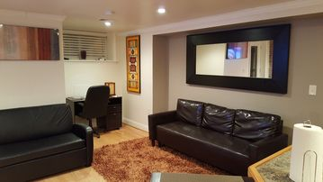 Convenient to downtown in Bloomingdale NW