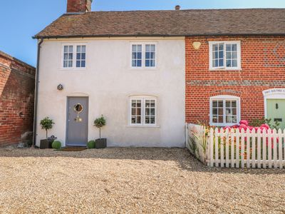 Photo for 1 Baytree Cottage, SARISBURY