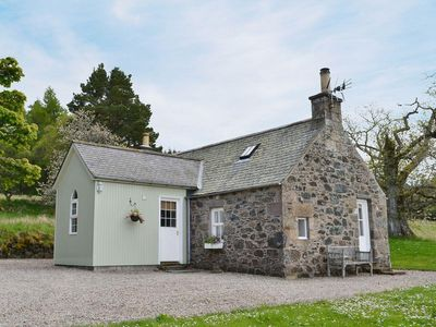 Photo for 1 bedroom property in Huntly. Pet friendly.