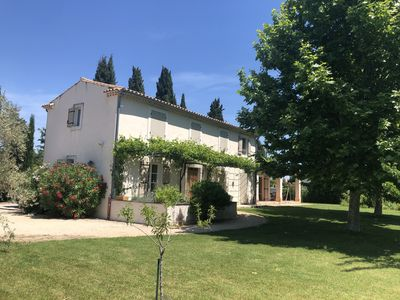 Photo for Between Avignon and Les Alpilles, a traditional provence house. Garden and pool.