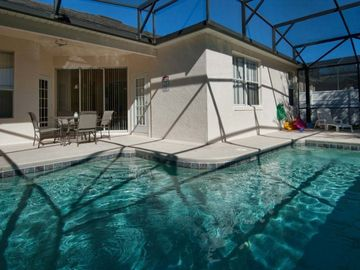Newly renovated cozy villa with south facing pool, near Disney