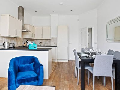 Photo for Bright 2bed 2bath flat in Arsenal, 5min to Station