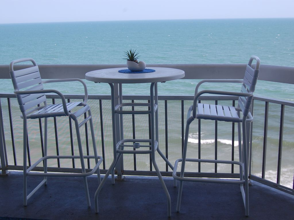 Newly Renovated Oceanfront 2 Bedroom Condo Waters Edge