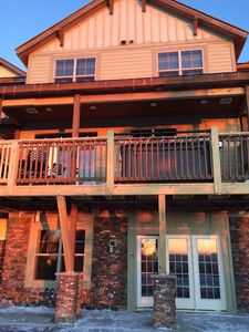 Upscale Black Bear Crossing Town Home-Stunning Sunsets with Slopes Seconds Away!