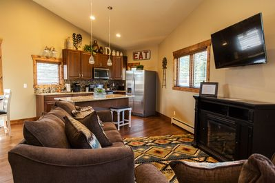 """Great Room w/ 16 ft ceilings.    50"""" TV & Queen Size pullout Couch"""