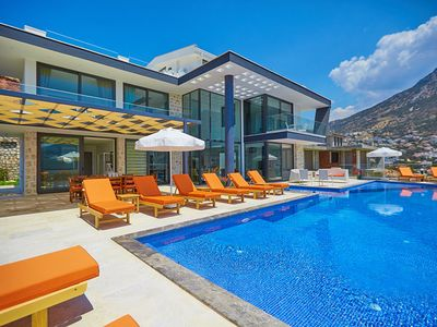 Photo for Villa Unlimited, 5 bedroom villa with stunning view