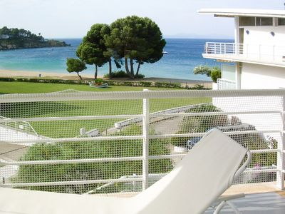 Photo for Beautiful apartment with wide sea views and direct access to the beach
