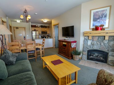 Photo for Deluxe Condo, Private Washer/Dryer, Great Complex Amenities With Pool