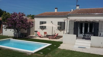 Photo for Villa with pool in L'Isle sur la Sorgue