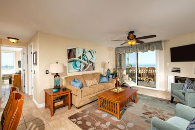 The beautiful ocean-themed living area affords sit-down ocean views.