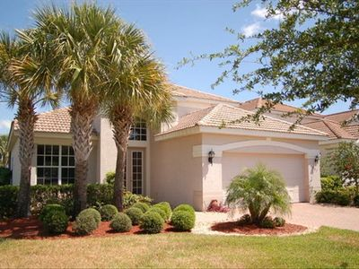 Cozy 1.5 story decorator-appointed vacation home in award-winning Miromar Lakes