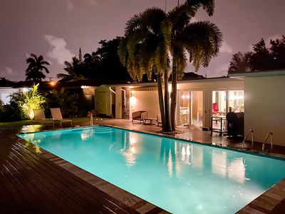 Photo for Modern 5b/3b house with pool, close to the beach