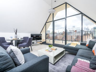 Photo for Stylish 2BR Whitechapel Flat with City Views