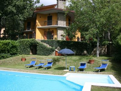 Photo for Cosy apartment in villa with WIFI, private pool, TV, terrace, pets allowed, parking, close to Arezzo