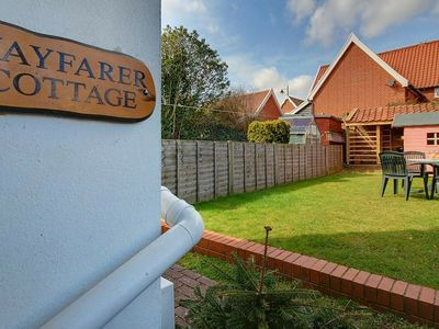 Photo for Cosy holiday home with open fireplace and private garden, near the centre of Woodbridge