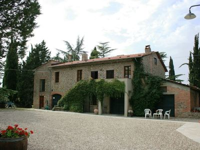 Beautiful apartment for 4 guests with WIFI, pool, TV and parking, close to Arezzo