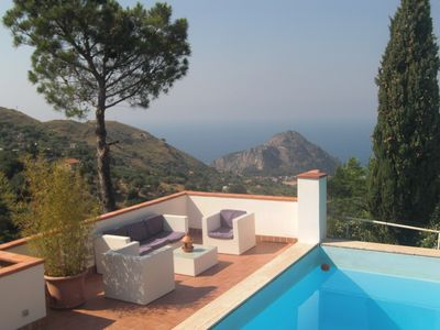 Photo for Beautiful villa with pool: stunning sea view.