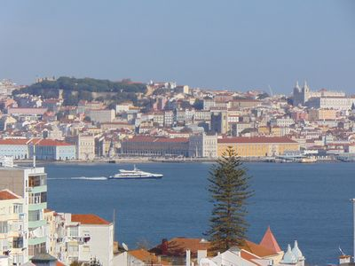 Photo for Very central Apartment 10 minutes by boat from the City of Lisbon