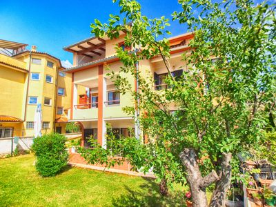 Photo for Holiday apartment Pjescana Uvala for 6 persons with 2 bedrooms - Holiday apartment