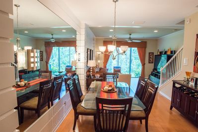 Dining room perfect for entertaining!