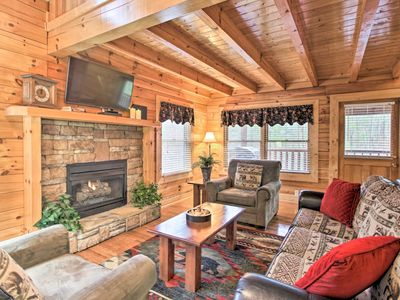 Photo for NEW-Cozy Cabin w/Hot Tub 4 Mi to Dwtn Pigeon Forge