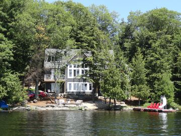 Muskoka Beach House - S/W Exposure on Lake Muskoka