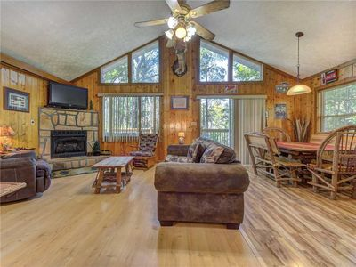 Photo for Peanuts Hideaway, 3 Bedrooms, Hot Tub, Fire Pit, Sleeps 10