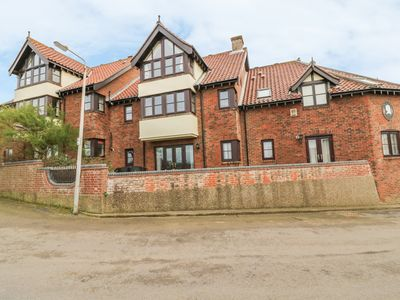 Photo for 4 VICTORIA COURT, pet friendly in Sheringham, Ref 957810