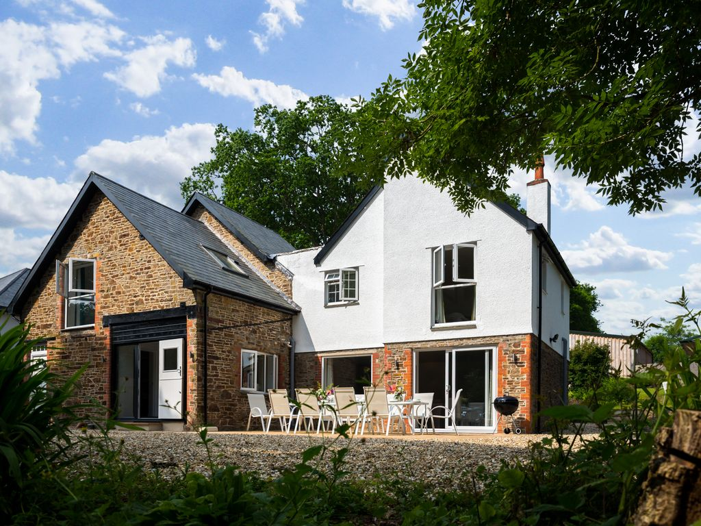 Luxury 6 bedroom country house luxury 6 bedroom house on for 6 bedroom houses