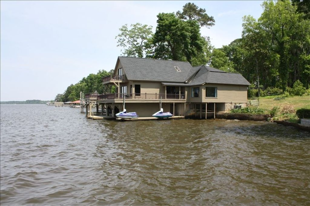 Landmark Lodge Sits Out Over Beautiful Lake Blackshear Front Of Home