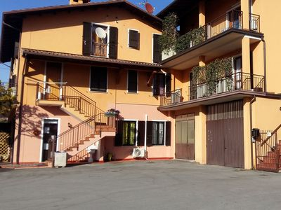 Photo for Apartment with equipped patio, in a picturesque town 5km from the lake