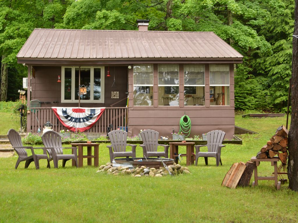 Near Pictured Rocks The Iron Skillet Cabin