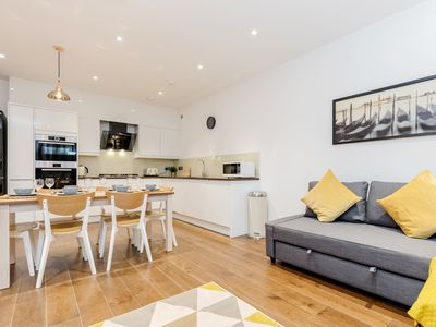 Photo for Luxury 2 bedroom apartment with 2 bathrooms - 5 minutes from Hammersmith Station