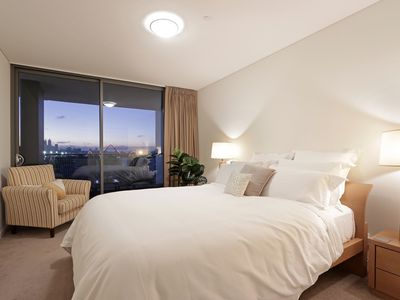 Photo for Long Stay Premier Executive Apartment - Stunning River & City Views