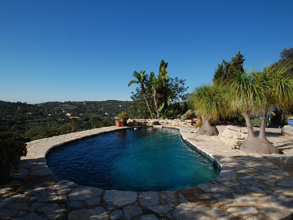 Villa on top of a hill, sleeps 4-6 with private pool and beautiful views -  Murta