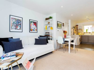 Photo for Lovely 1 bed flat with balcony. Located 3 minutes to the tube (Veeve)