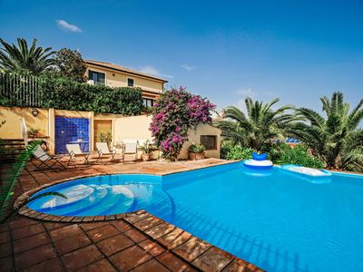 Photo for Villa with swimming pool, garden and sea view
