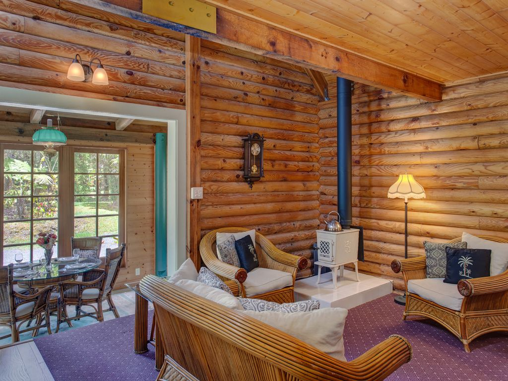 Beautiful log cabin on private landscaped 3 acres in for Big island cabins