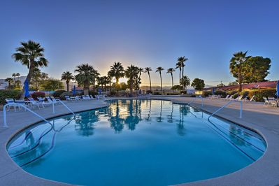 Experience SoCal from this 2-bedroom, 2-bath vacation rental condo in Indio.