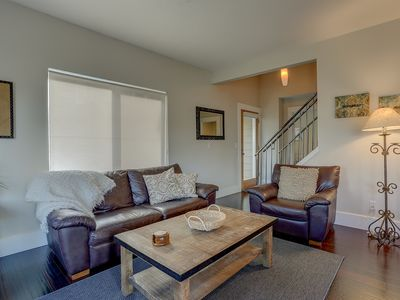 Surfsup - Downtown, River View, A/C, Stay for a Month! Great Rates!