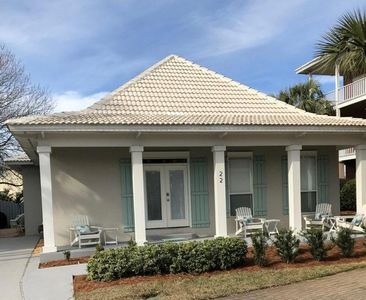 Relax with your morning coffee on the large front porch.  Short walk to beach!