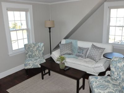 Photo for Sunny and Comfortable 2 Bedroom Near Downtown