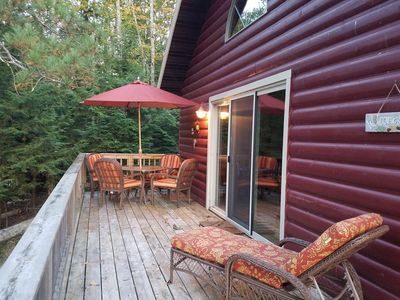 Relax, enjoy eagles and the restful peace and quiet of our lakeside cabin.