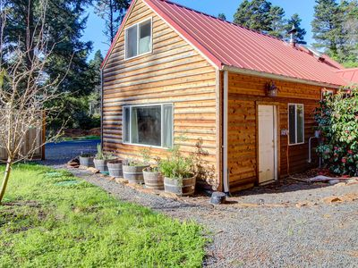Photo for Quiet, dog-friendly cabin close to the beach with tons of character!