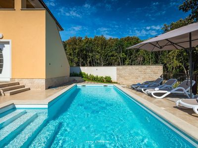 Photo for Pretty new villa with private pool near Pula