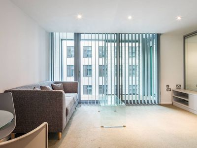 Photo for 1BR Luxury Apartment in Sheffield City Centre
