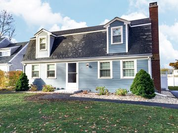 Fine 5Br 1 5Ba Falmouth Hts Beach Home Walk To Beach Marthas Vineyard Ferry Home Interior And Landscaping Ymoonbapapsignezvosmurscom