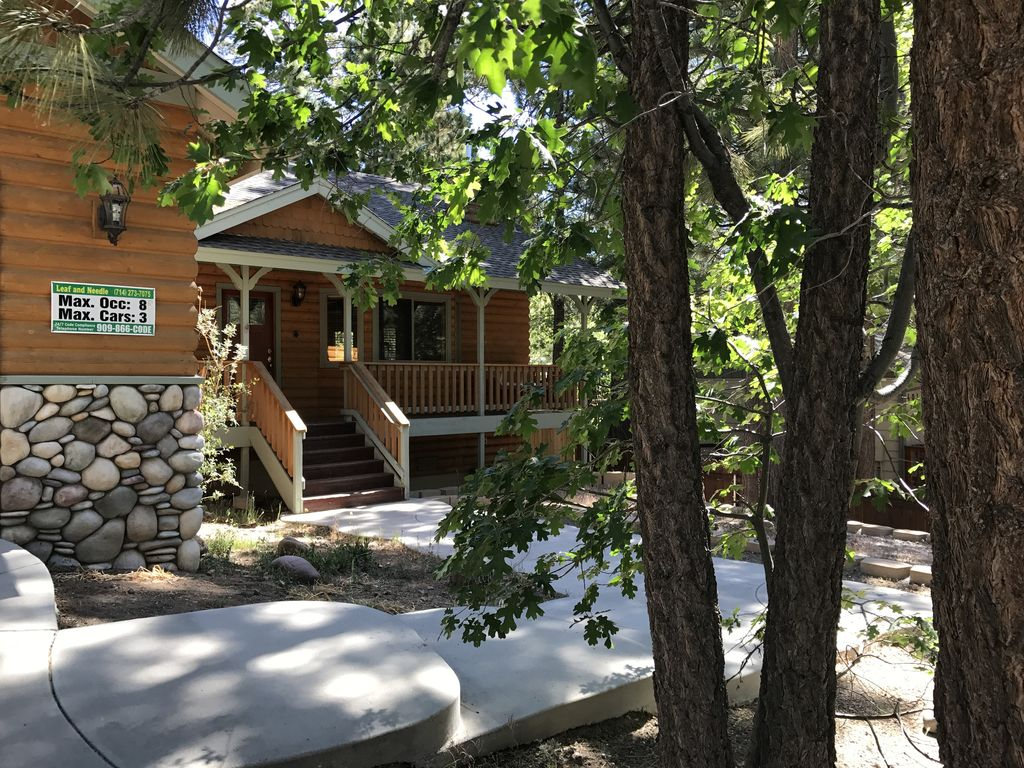 Quiet residential big bear cabin 3br sleeps 8 close to for Big bear village cabins