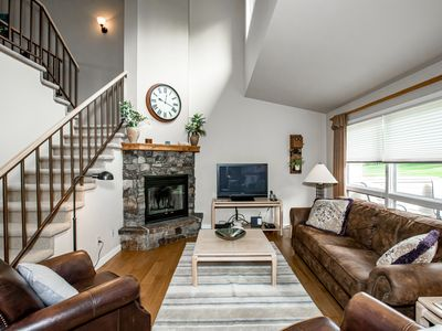 NEW LISTING! Meadow Lake Condo right on the golf course! 2BD 2BA w/ amenities!