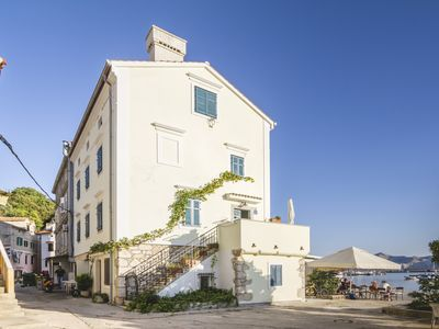 Photo for Noble and stylish 8-person villa on the waterfront